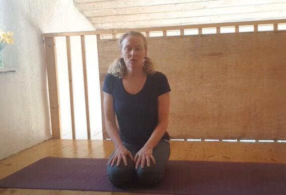 En stille yoga start med fokus på mave del 1-2